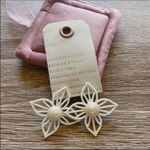 NWT Anthropologie White Floral stud Earrings